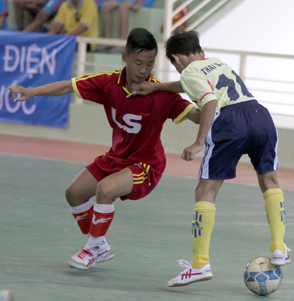 Nguyen-Thi-Dinh-do-Ly-Phong