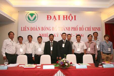 Sáng 6/9, Đại hội Liên đoàn Bóng đá TPHCM (HFF) nhiệm kỳ V (2012 - 2016) khai mạc phiên chính thức tại khách sạn Kim Đô. Ở mặt bằng chung, Liên đoàn bóng đá TPHCM (HFF) nhiệm kỳ vừa qua (2008-2012) đã hoàn thành một số nhiệm vụ như phối hợp với Liên đoàn bóng đá châu Á AFC và Liên đoàn bóng đá Việt Nam VFF triển khai những bước đi vững vàng trong chương trình tầm nhìn Việt Nam – Dự án TPHCM, đặt biệt là bóng đá Học đường. Ngoài ra, đội Futsal TP (do Thái Sơn Nam đại diện) đã đoạt danh hiệu VĐQG và làm nòng cốt cho hai đội tuyển nam và nữ quốc gia tham dự SEA Games 2011. Theo đánh giá của Ban chấp hành HFF, bóng đá đỉnh cao TPHCM sau một thời gian sa sút, hai năm trở lại đây có những chuyển biến tích cực. Tuy nhiên, vẫn chưa đáp ứng được sự kỳ vọng của người hâm mộ TP. Ngay ở mùa giải hạng Nhất 2012 vừa kết thúc hồi tháng 8, CLB giàu truyền thống TPHCM đã rớt hạng và hiện đang đứng trên bờ vực phá sản, giải thể. Một trong những nhiệm vụ chính của HFF trong nhiệm kỳ tới là chú tâm hơn đến phát triển bóng đá học đường bởi đây là nền tảng cơ bản và là nơi phát hiện các tài năng trẻ. Ông Trần Anh Tú, Phó chủ tịch HFF nhiệm kỳ IV đã được Đại hội tín nhiệm bầu giữ chức Chủ tịch HFF nhiệm kỳ mới.
