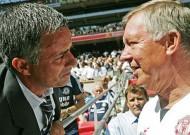 Giới cầm quân hồ hởi chào đón Mourinho