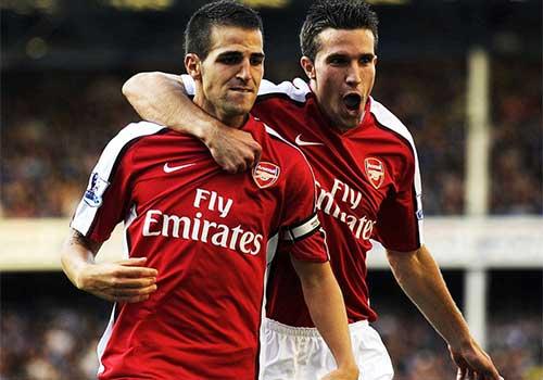Fabregas và Van Persie là những đội trưởng gần nhất bị Arsenal rao bán