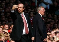 "Benitez chê Sir Alex là ""Kẻ ba hoa"""