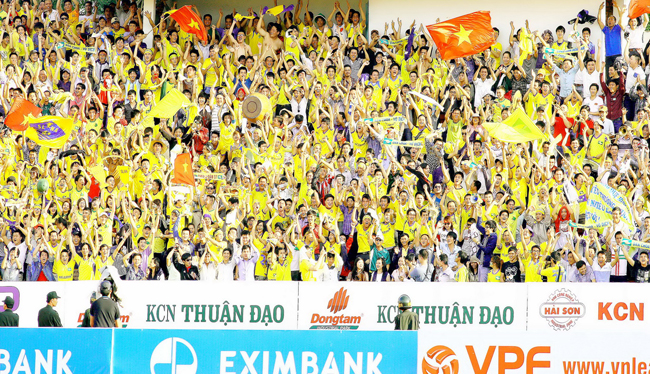 Cổ động viên SLNA nguồn động viên khích lệ cho thầy trò HLV Nguyễn Hữu Thắng