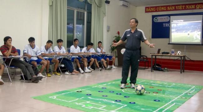Quang cảnh lớp học trọng tài sân 11 người