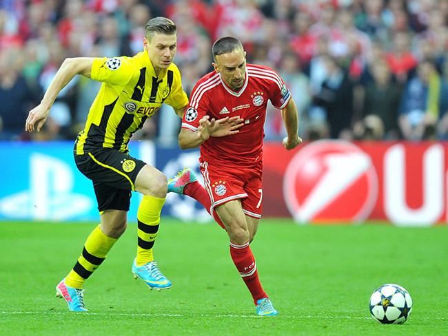 Lukasz Piszczek tried to keep up with Franck Ribery.