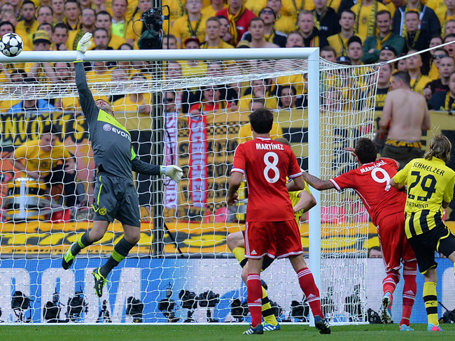 Roman Weidenfeller made this save as no goals arrived before half-time.