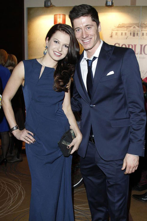 Sau 5 năm hẹn hò, Lewandowski quyết định hợp thức hoá mối quan hệ với người đẹp Anna.