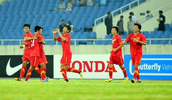 Các cầu thủ U23 VN ăn mừng bàn thắng gỡ hòa 2-2. Ảnh: SN