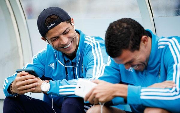 Ronaldo không bị đồng tiền của PSG chinh phục