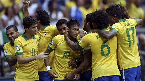 Brazil đại thắng ngày ra quân
