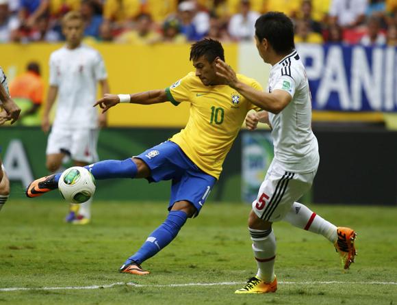 Neymar ghi bàn thắng đẹp vào lưới Nhật Bản