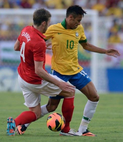 Neymar có vẻ đang chịu sức ép lớn sau vụ chuyển nhượng bom tấn sang Barca. Ảnh: AFP.
