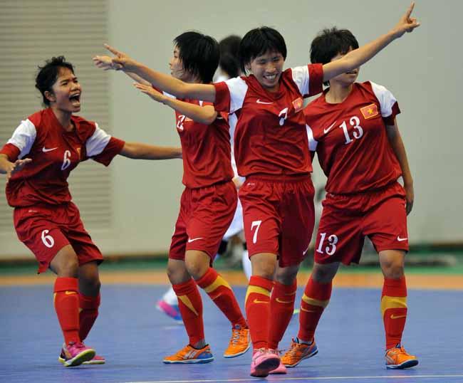 Nguyễn Thị Châu (7) ghi bàn gỡ hoà 1 - 1