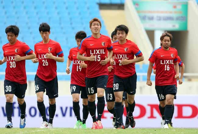 Đội Kashima Antlers Nhật tập làm quen sân Mỹ Đình