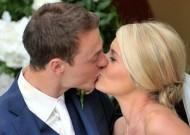 Man (and woman) United! Footballer Jonny Evans weds MUTV presenter Helen McConnell back home in Northern Ireland