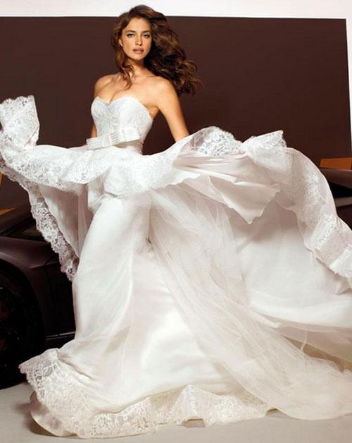 Bạn gái xinh đẹp của CR7 đẹp rạng ngời khi khoác lên mình chiếc váy cô dâu.