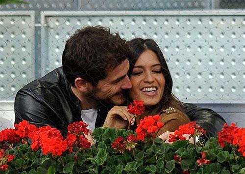 Iker Casillas và Sara Carbonero nhiều khả năng sẽ kết hôn trong hè 2013.