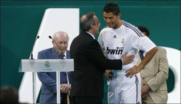Màn ra mới, giới thiệu tân binh Cris Ronaldo tại sân Santiago Bernabeu như thể chào đón ngôi sao Hollywood.