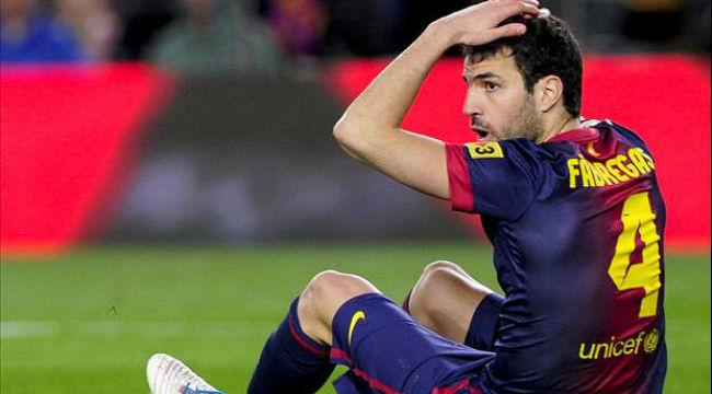 Fabregas đang phải vật lộn để cạnh tranh suất đá chính ở Barca.