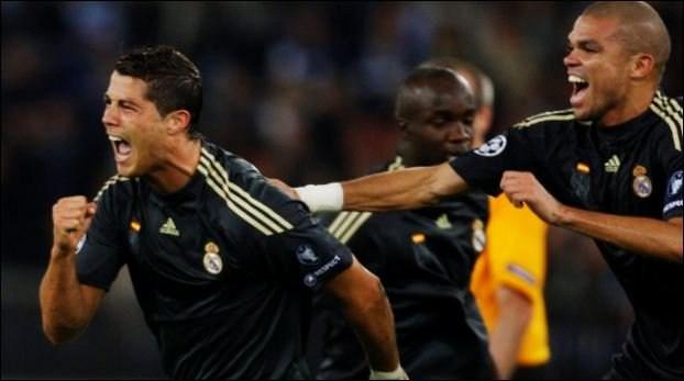 Bàn thắng đầu tiên của Ronaldo ở Champions League khi anh lập công trong trận đấu với Zurich.