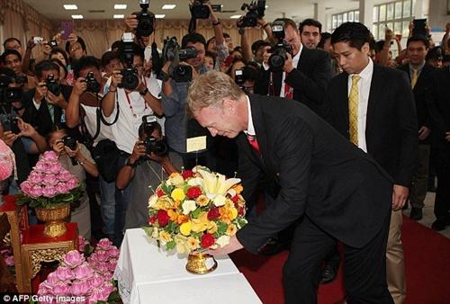 David Moyes nhập gia tùy tục: chào kiểu Thái