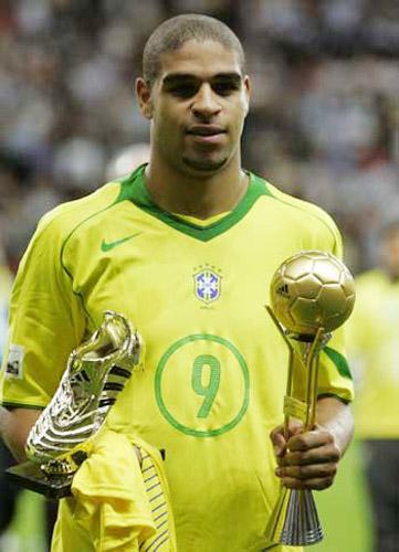 Adriano từng giành cả Quả bóng vàng lẫn Chiếc giày vàng tại Confed Cup 2005