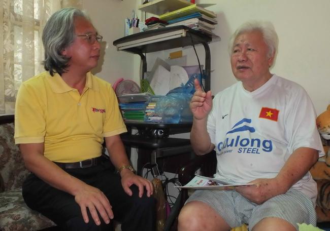 Bác Đỗ Minh Kha (phải) tâm sự