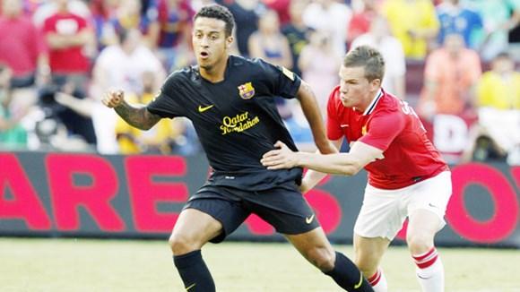Với việc chiêu mộ Thiago (trái), D.Moyes đang cố tạo dấu ấn bằng chính thói quen sử dụng cầu thủ trẻ và lạ của ông