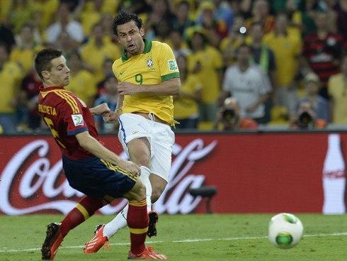 Fred xuất sắc lập cú đúp cho Brazil, đều sau những tình huống chớp thời cơ xuất sắc. Ảnh: AFP.