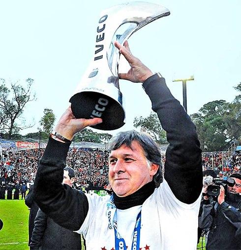 Martino vừa giúp Newell's về nhất ở lượt về và giành ngôi Á quân chung cuộc giải vô địch Argentina mùa 2012-2013.