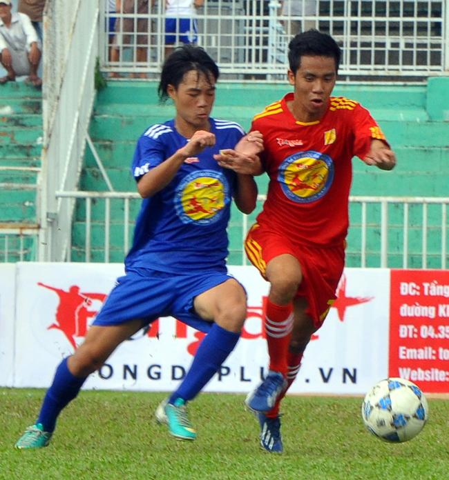 PVF (áo đỏ) chơi xuất sắc trước U17 HAGL