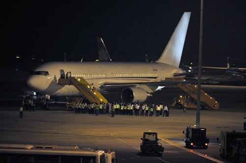 4h20, chuyến chuyên cơ hạ cánh xuống sân bay Nội Bài sau chuyến hành trình từ Jakarta (Indonesia).