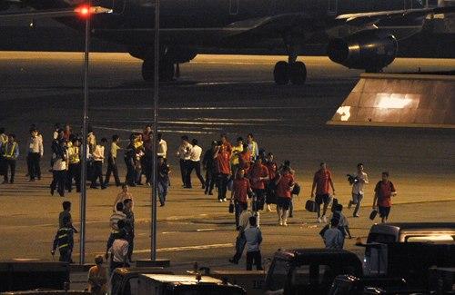 Các cầu thủ di chuyển thẳng ra xe bus, hành lý của đội được đội ngũ hậu cần lo liệu.
