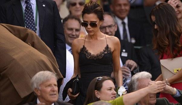 Victoria Beckham ăn vận sexy, đi cùng cô bạn thân Tana Ramsay