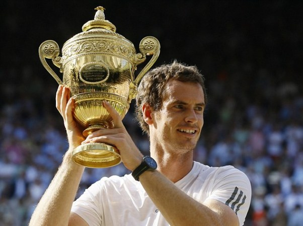 Murray đã không làm phụ lòng người Anh khi giành chiến thắng trước tay vợt số 1 thế giới Djokovic, chấm dứt 77 năm chờ đợi một tay vợt chủ nhà vô địch tại Wimbeldon.