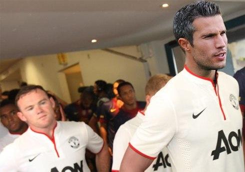 Rooney vừa thất vọng, vừa tức giận khi bị Moyes nói rõ anh chỉ là dự bị cho Van Persie.