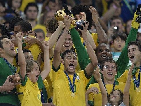 Vô địch Confed Cup 2013 là phần thưởng xứng đáng cho nỗ lực và sự tiến bộ mà Brazil thể hiện tại giải lần này. Ảnh: AFP.