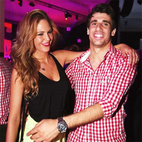 Javi Martinez cũng không bay cao vì bạn gái xinh