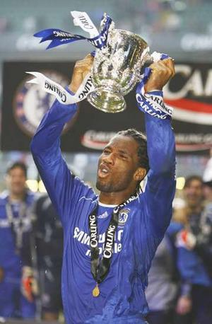 Kịch bản Community Shield 2005 lập lại trong trận chung kết League Cup 2007: Drogba ghi 2 bàn và Chelsea thắng Arsenal 2-1