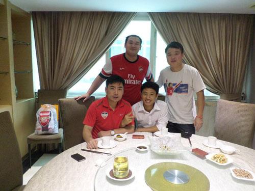 Và được đại diện Fan Club tại Quảng Châu đón tiếp chu đáo.