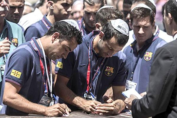 Cầu thủ Barcelona trong chuyến đi tới Trung Đông