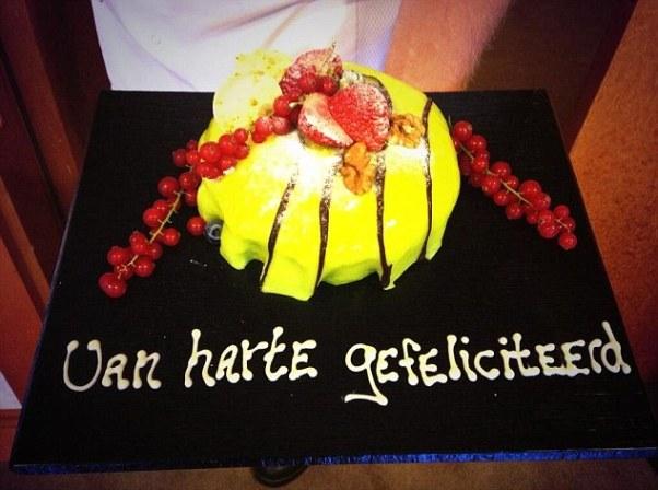 Bánh sinh nhật dành tặng cho Robin van Persie