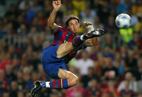 """Tháng 5/2010: Chủ tịch lúc đó của Barcelona, Joan Laporta nói rằng: """"Ibrahimovic là một cầu thủ toàn diện và tôi hiểu bất cứ huấn luyện viên nào cũng muốn có cậu ấy. Việc chiêu mộ David Villa chắc chắn không hề ảnh hưởng đến tương lai của Ibra"""". Nhưng cuối tháng 8, chân sút người Thụy Điển được đem cho Milan mượn với điều khoản cho phép đội bóng Italy mua đứt Ibahmovic với giá 20 triệu bảng sau đó."""