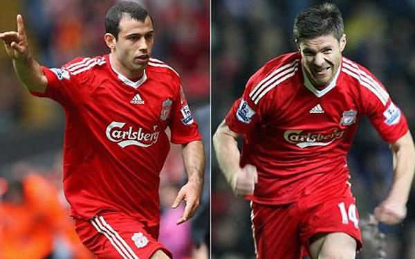 Tháng 6/2009: Rafa Benitez lúc bấy giờ là HLV của Liverpool nhất mực khẳng định cả Javier Mascherano (trái) lẫn Xabi Alonso đều không phải để bán. Ông nhận được sự ủng hộ ra mặt của ban lãnh đạo.