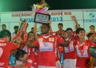 Chùm ảnh: V.Ninh Bình ăn mừng chức vô địch Cúp Quốc gia 2013