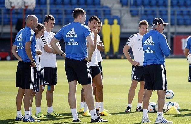 Buổi tập chiều 11/9 thiếu một số ngôi sao chưa kịp trở lại Madrid sau loạt trận quốc tế.