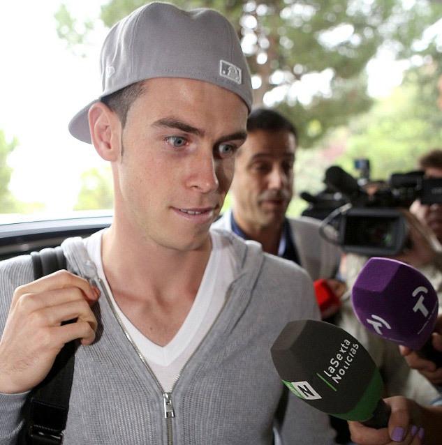 Bale có sức hút đặc biệt với giới truyền thông, không chỉ vì mức giá 100 triệu euro. Tất cả đều quan tâm việc cầu thủ 24 tuổi này sẽ chơi thế nào trong tập thể giàu tài năng như Real.
