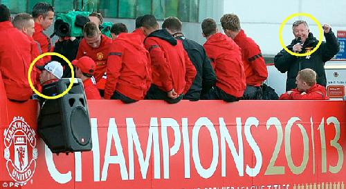 Sự thờ ơ của Rooney trong ngày đăng quang