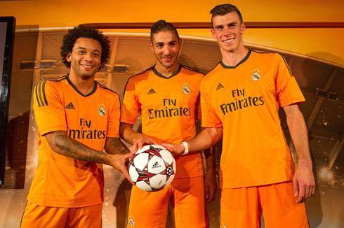 Marcelona, Benzema và Bale tạo dáng chụp ảnh trong buổi họp báo ra mắt mẫu trang phục thứ ba của Real.