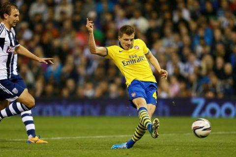 Thomas Eisfeld mở tỷ số cho Arsenal