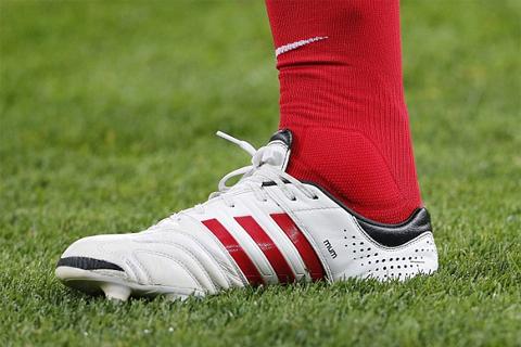 Chiếc giày thêu chữ đặc biệt của Lampard.